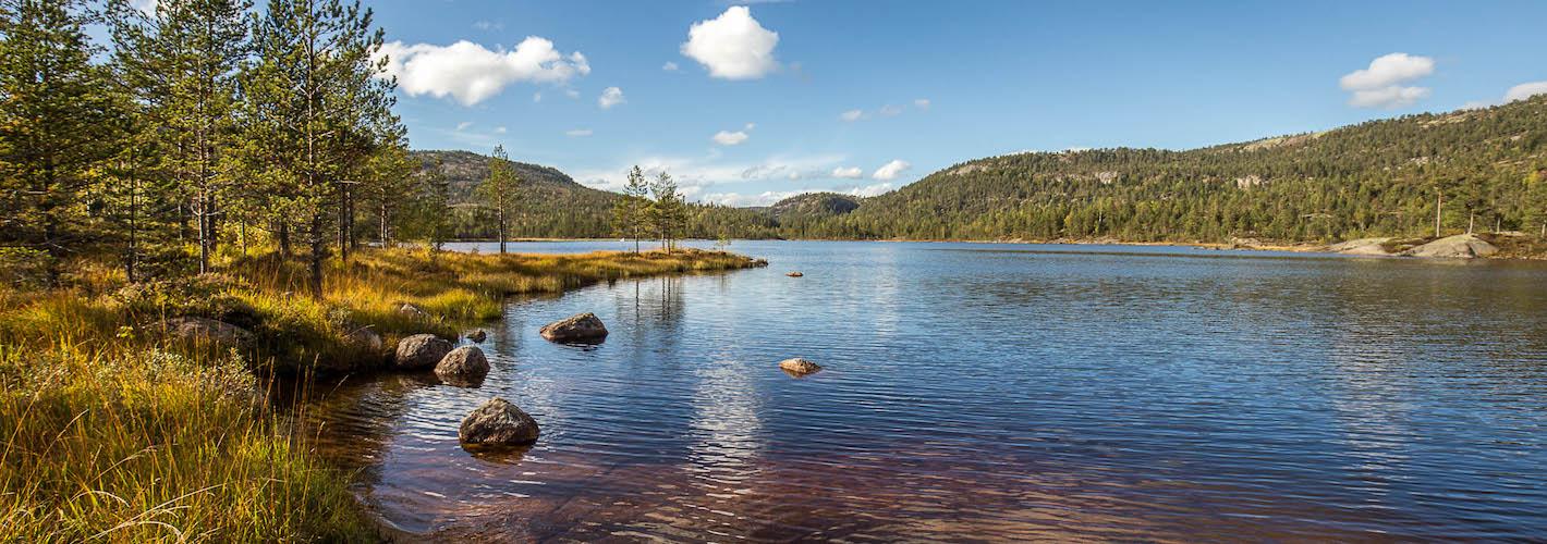...ist umgeben von vielen Seen <strong>in Einsamkeit.</strong>